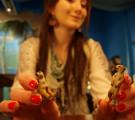 Potkiva kameli ja pari mangustia